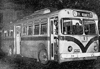 El 2263 proveniente de Sayago hace su ultima entrada a la Estación Reducto el 1 de febrero de 1976 - Foto:  archivo A. Silva