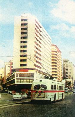 Trolebús hacia el centro por la línea 5 en Av. del Libertador y La Paz - Foto: archivo M. Benoit